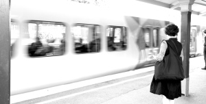 train pic b and w